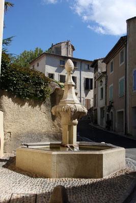 Bild: Fontaine de l`hopital, Pernes les Fontaines