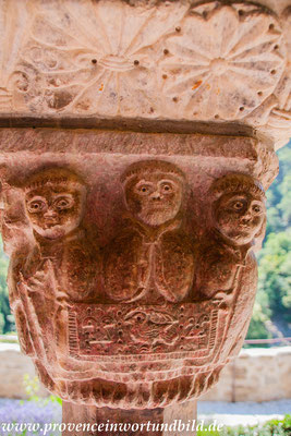 Bild: Kreuzgangkapitelle in der Abbaye de Saint-Martin-du-Canigou im Roussillon