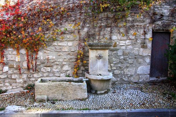 Bild: Fontaine du Planet de Gulidan, Pernes les Fontaines