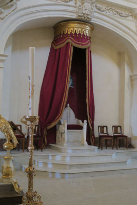 Bild Papststuhl in der Cathédrale Notre Dame des Domes in Avignon