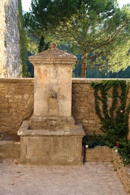 Bild: Brunnen in Ménerbes