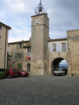 Bild: Hôtel de Ville (Rathaus) mit Glockenturm aus dem 15. Jh. in Ménerbes