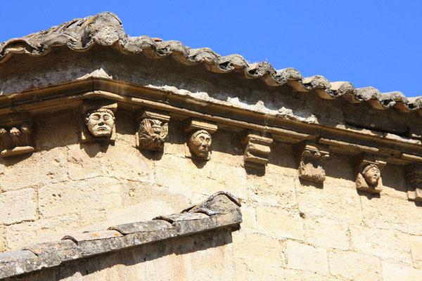 Bild: Dachsims an der Pfarrkirche, Robion