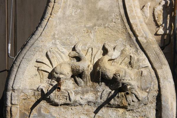 Bild: Fontaine des Dauphins, Pernes les Fontaines