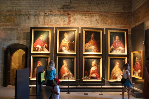 Bild: Avignon Papstpalast, Bilder der Päpste