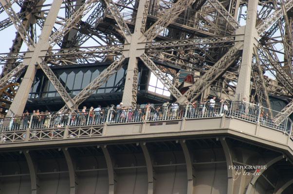 Bild: Eiffelturm Paris, Blick auf die Plattformen