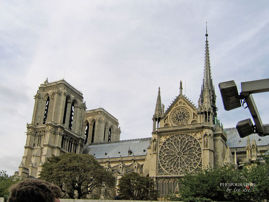 Bild:  Bootsrundfahrt auf der Seine in der Nähe von Notre-Dame
