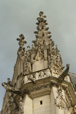 Bild: Westfassade der Sainte-Chapelle im Château de Vincennes in Paris