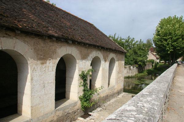 Bild: Altes Waschhaus in Noyers-sur-Serein