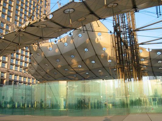 Bild: La Grande Arche im Büroviertel La Défense