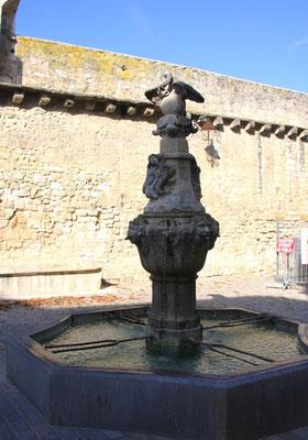Bild: Fontaine du Comoran, Pernes les Fontaines
