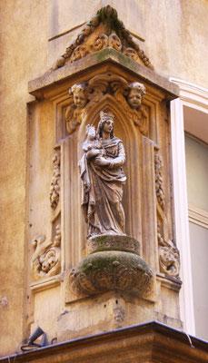 Bild: Figur an Hauswand in Aix-en-Provence