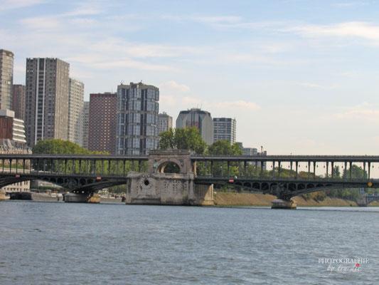 Bild:  Bootsrundfahrt auf der Seine in Paris Passerelle Debilly