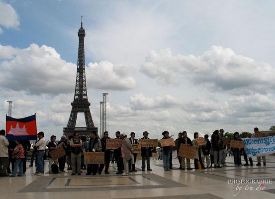Bild: Tibeter am Trocadéro