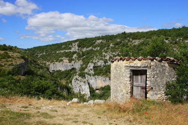 Bild: Hinter dem Friedhof von Oppedette mit Blick in die Gorges d´Oppedette