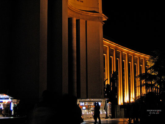 Bild: Trocadéro mit Palais de Chaillot bei Nacht in Paris