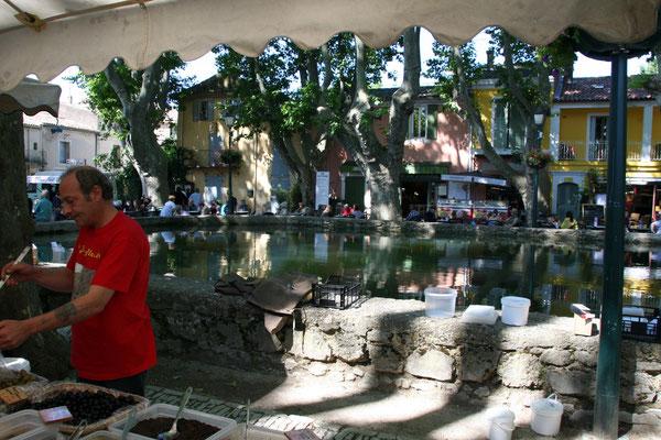 Bild: Markttag in Cucuron