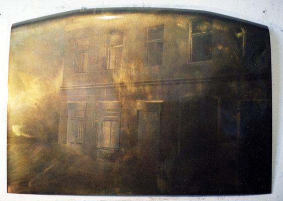 """""""Lackierergasse"""", 140x125cm, Motorhaube, Metallschliff, Transparentfarbe, Einbrennlackierung, 1996"""