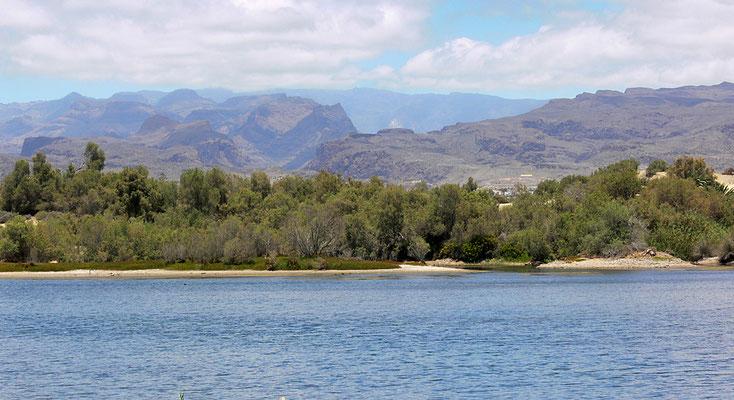 Blick von Maspalomas ins Bergland im Inselinnern