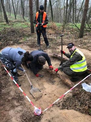 Des recherches archéologiques préliminaires ont été possibles grâce à la participation de l'association historico-culturelle Tempelburg. Credit : Dariusz de Lorm / Tempelburg)