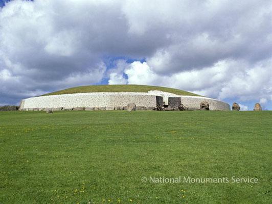 e tombeau de Newgrange. Crédit : Service des monuments nationaux d'Irlande