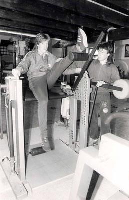 Spezielles Aufbautraining an der SCHNELL-Kraftmaschine mit einem damaligen H96 Profi