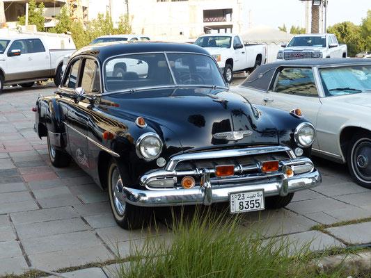 Auch in den arabischen Ölförderstaaten gibt es Oldtimerliebhaber: nicht ganz originaler, aber charmanter Chevrolet von 1951 (Kuwait 2017)