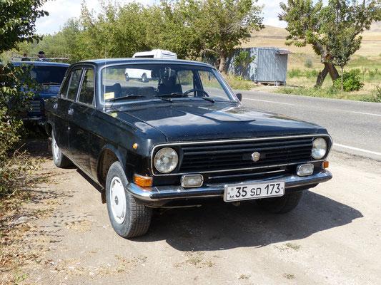Wolgas sind auf den Straßen im Kaukasus noch oft anzutreffen, wie dieser Gas M24, Modell 1985, in Armenien 2016