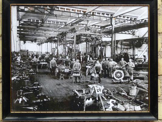 So sah es zur Zeit um 1910 in dieser Halle aus, als die Fa. Benz Söhne Fahrzeuge produzierte