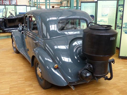 Mercedes 170 mit Holzgasgenerator