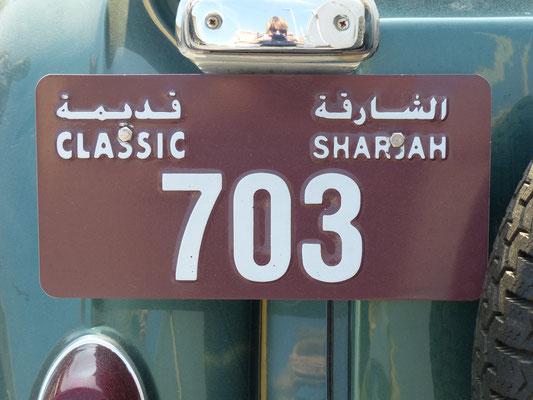 in den VAE gibt es sogar spezielle Kennzeichen für historische Fahrzeuge! (gesehen in Dubai, der Wagen stammt aus dem 30 km entfernt benachbarten Sharjah))