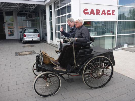 Benz Velo 1896 (das älteste in Deutschland zugelassene Kraftfahrzeug), Besitzer: Christoph Schmidt