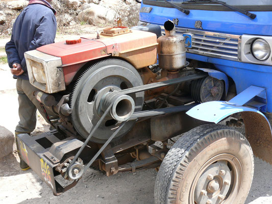 CHINA: eigenwillige Anordnung von Motor und Anbauteilen, Heckantrieb!