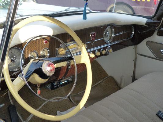 Man hielt sich in den 50er Jahren sehr genau an das Vorbild Packard, gebaut von 1959-1981
