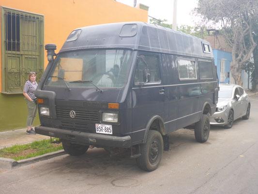 Barranco, Peru 2018: dieser hochgelegte VW LT mit Allradantrieb dürfte auch in Peru ein Einzelstück sein