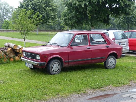 Der wurde auch mal in Deutschland verkauft: Zastava 101, gebaut 1971-2005, dieser ist ein späteres Modell ab 1990 (Serbien, Mai 2017)