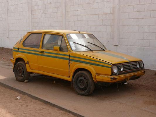 Togo 2009: Merkwürdige Mischung aus Golf I und II. Man beachte die Stellung der Räder in den Radausschnitten; hier paßt irgendwie nichts zusammen, aber er fuhr!