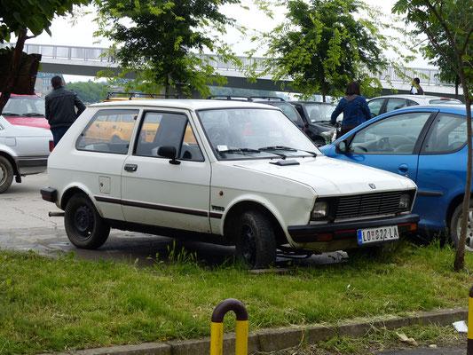 """Immer noch der """"Volkswagen"""" in Serbien: der Yugo, gebaut 1980-2005, zuletzt unter der Marke Zastava vermarktet (Serbien, Mai 2017)"""