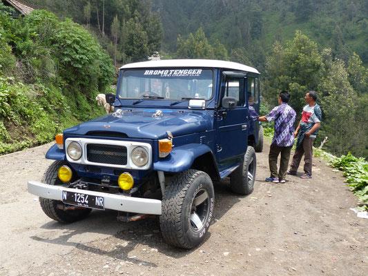 Indonesien 2016: Dieser BJ 40 mit Benzinmotor verdient heute noch sein Geld als Touristenbeförderungsmittel