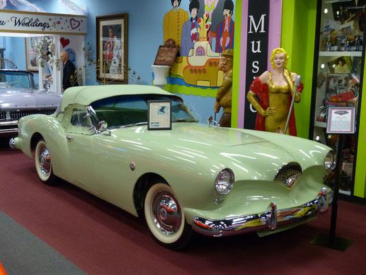 seltener Kaiser-Darrin Sportwagen von 1953, leider mit einer unglaublich schlechten Lackierung versehen....