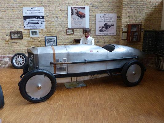 Projektarbeit: So könnte ein Rennwagen ausgesehen haben....