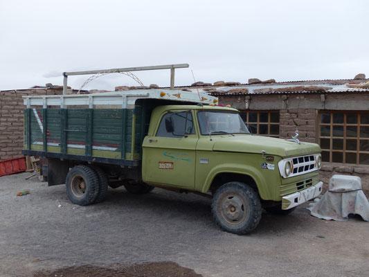 Bolivien 2018: Dieser Dodge aus den 60ern, vermutlich in Brasilien montiert, verdient noch immer sein Geld