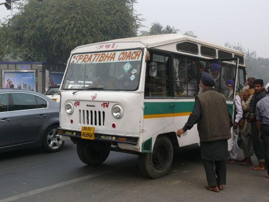 und noch ein Lizenzbau von Mahindra: Jeep FJ, als Bus karossiert