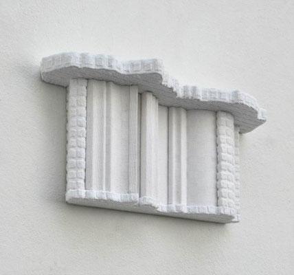 Faltenwurf, 2012, Holz, Styropor, Tischtuchdamast, Frotteestoff, 21 x 45 x 12 cm