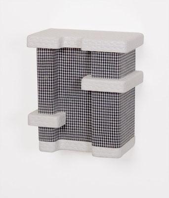 pepita, 2005, Holz, Tapete, Stoff, Lack, 20 x 18 x 10,5 cm