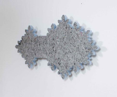 cöln – süd, 2015, Holz, Styropor / kaschiert, Umzugsdecke, Steppfutter, 80 x 138 x 13 cm