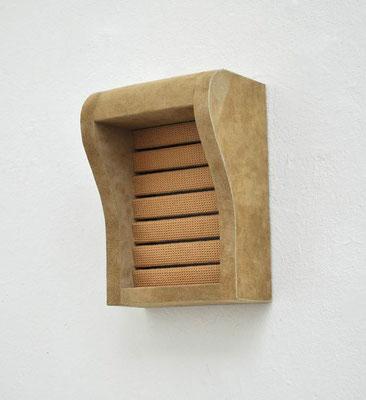 Gesims, 2012, Holz, Styrodur, Spültuch, Polsterleder, 28 x 20 x 13 cm