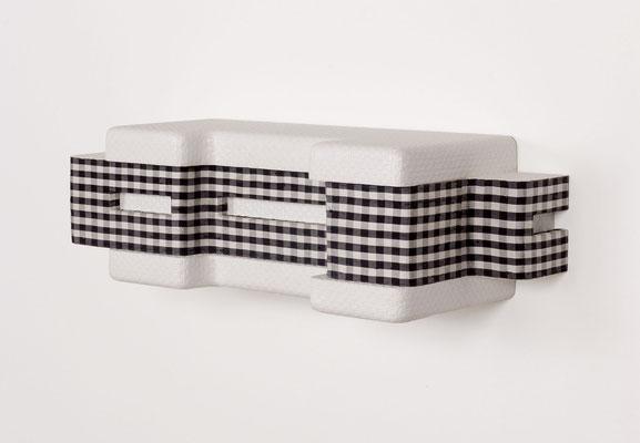 Doppeldeck, 2005, Holz, Tapete, Lack, Stoff, 18,5 x 60,5 x cm