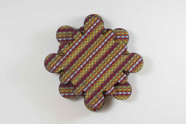 rose – rot, 2015, Holz, Styropor / kaschiert, Grubentuch, Leder, 61 x 61 x 12 cm