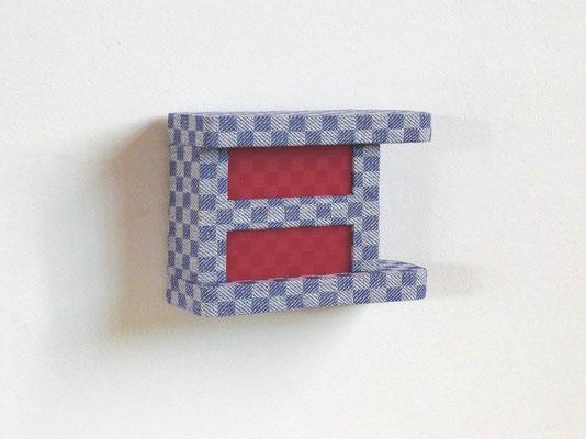loggia, 2008, Holz, Grubentuch, Wärmflasche, 13,5 x 18 x 7 cm